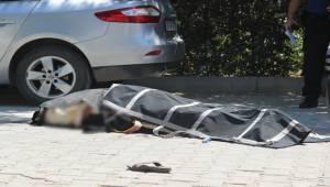 Minibüs Sürücüsü Onu Durdurmaya Çalışan Kadını Ezerek Öldürdü