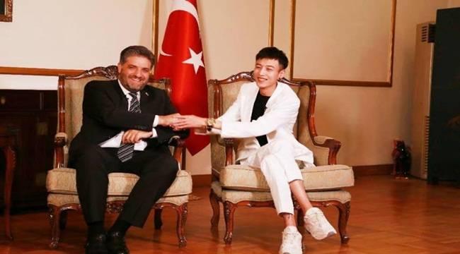 Şarkıcı Xiao Zhang Türkiye'nin Fahri Turizm Elçisi Oldu
