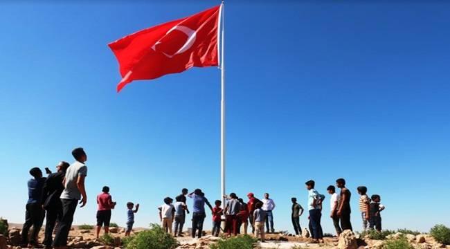 Suriye Sınırına 8.Ay Yıldızlı Bayrak Gönlere Çekildi