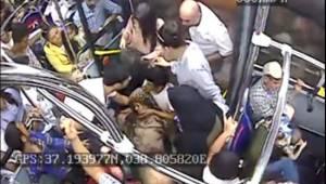 Baygınlık geçiren kadın halk otobüsüyle hastaneye kaldırıldı