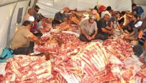 Çadır kentte yaşayan Suriyelilere kurban eti dağıtıldı