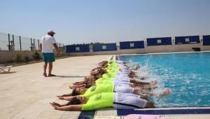 Çocuklar, Yüzmeyi Haliliye Belediyesi İle Öğreniyor