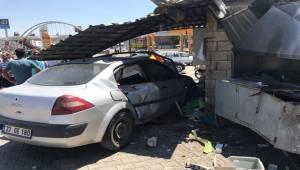 Otomobil Lokantaya Daldı, Yaralılar Var