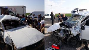Siverek'te 2 Araç Kafa Kafaya Çarpıştı
