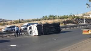 Urfa'da servis minibüsü devrildi, 5 yaralı