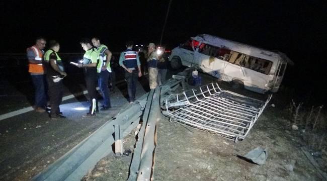Antep'te Tarım İşçilerinin Minibüs devrildi 15 yaralı