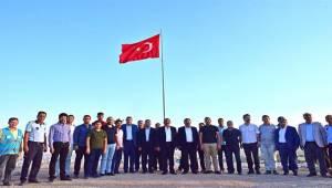Bayraktepe'ye Dev Türk Bayrağı Dikildi