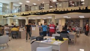 Gençlik Merkezi Gençleri Şanlıurfa İl Halk Kütüphanesinde