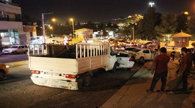 Kontrolü Kaybeden Kamyonet Otomobillere Daldı