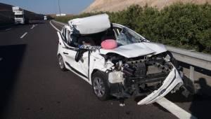 Otomobil Çekiciye Çarptı 3 Yaralı