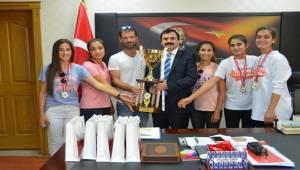 Şampiyon Tenisçilerden Turan'a Ziyaret