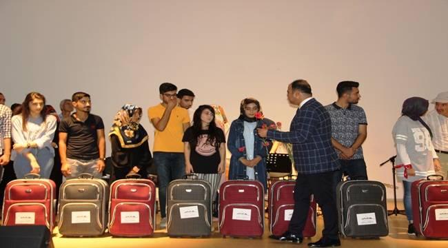 Üniversite Öğrencilerine Valiz Sürprizi