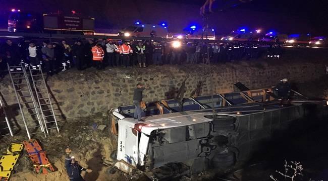 Yolcu Otobüsü Devrildi 8 Ölü 28 Yaralı