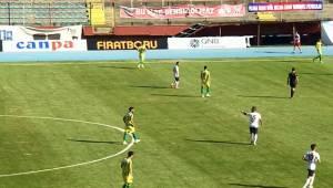 Zonguldak Kömürspor-Şanlıurfaspor Maçının İlk Yarısı Bitti