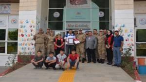 Askerlerden Gençlik Merkezine Ziyaret