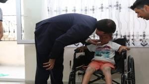 Hasta Çocuğa Akülü Tekerlekli Sandalye Hediye Edildi