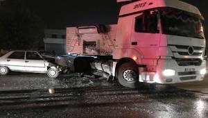 Otomobil Tıra Çarptı 4 Yaralı