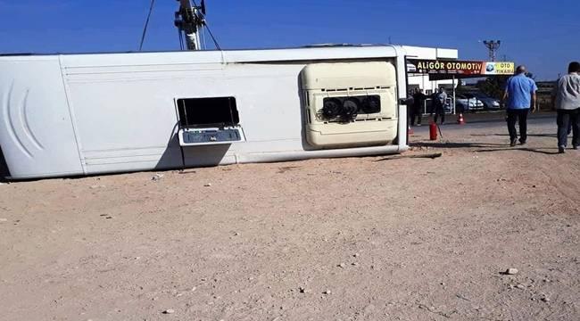 Polisleri taşıyan midibüs devrildi: 10 polis yaralı