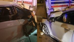 Tırı Fark Etmeyen Otomobil Tıra Arkadan Çarptı