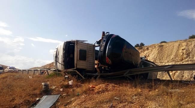 Urfa Antep Otobanı Araba Mezarlığına Döndü