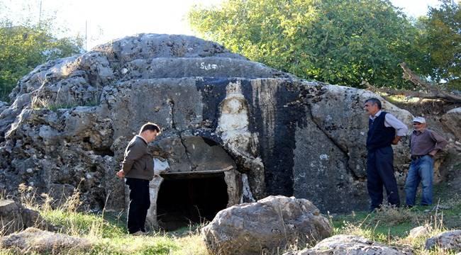 Adıyaman'da kadın kabartmalı mezar