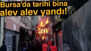Bursa'da tarihi bina alev alev yandı!