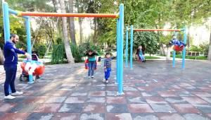 Ceylanpınar'da Vatandaşlar Park ve Bahçelere Akın Etti