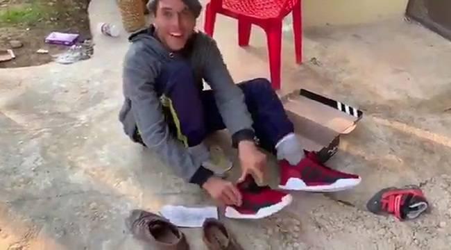 Engelli Gencin Ayakkabı Sevinci