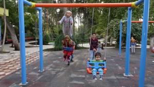 Güneydoğulu çocukların park keyfi