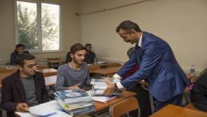 Siverekli Öğrencilere Ücretsiz Kaynak Kitap Dağıtıldı