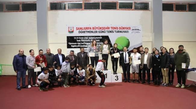 Tenis Dünyasında İlk Turnuva Düzenledi