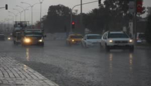 Urfa'da Yağış Sürücülere Zor Anlar Yaşattı