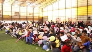 300 Yetim Suriyeli Çocuk Sevindirildi