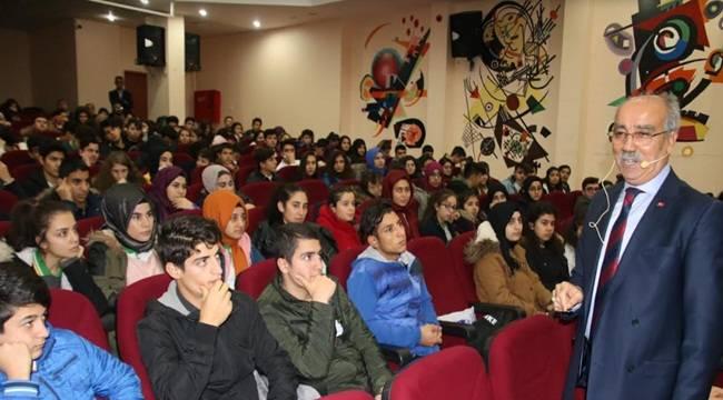 Abdulkadir Açar Gençlere Deneyimlerini Aktardı