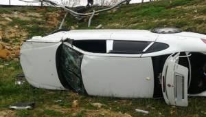 Akziyaret'te Otomobil Devrildi 2 Yaralı