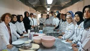 Aşçı Adaylarına Uygulamalı Eğitim