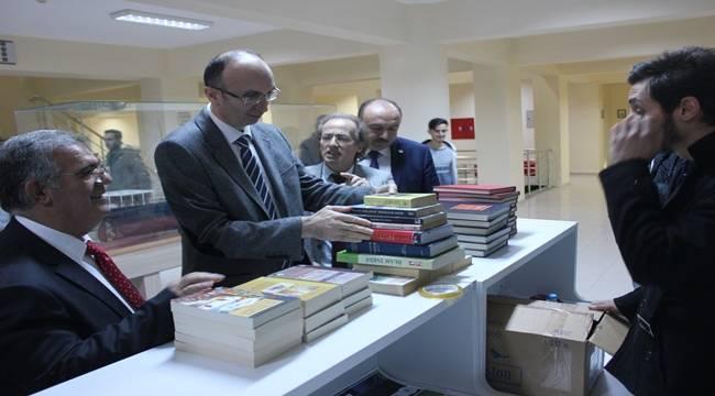 Bandırman'da Urfa'ya Kitap Gönderecekler