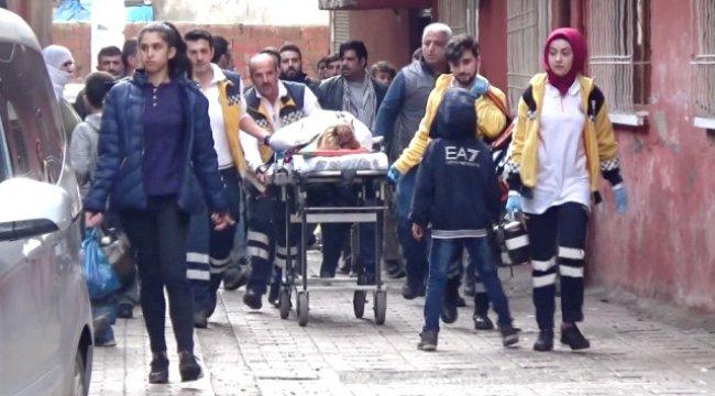 Diyarbakır'da Anne ile Kızı Bacaklarından Vuruldu