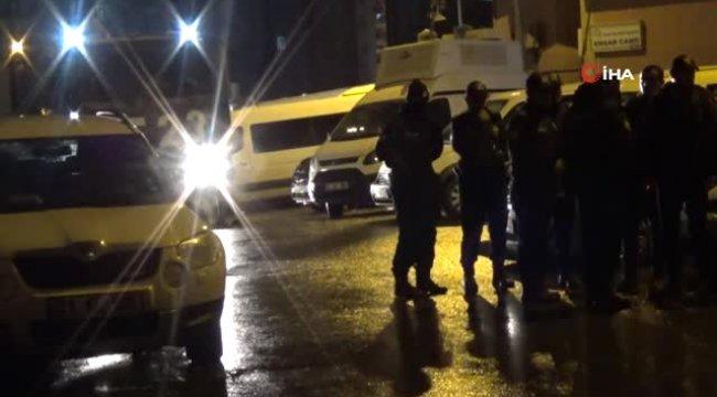 Diyarbakır'da Hdp İl Binasına Polis Baskını: 35 Gözaltı