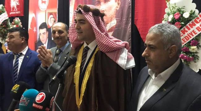 DP Başkanı Gültekin Uysal Şanlıurfa'da Yöresel Kıyafet Giydi