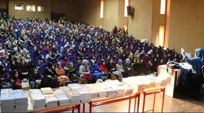 Emine Şenlikoğlu Konferansına Yoğun İlgi