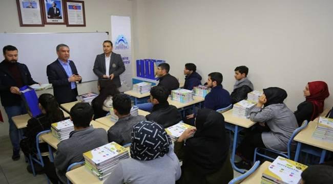 Eyyübiye'de Kurs Öğrencilerine Kitap Desteği