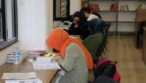 Gençler Sınavlara Okuma Evlerinde Hazırlanıyor