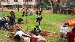 Hadis-i Şerif'ten Etkilenen Öğrenciler Fidan Dikti