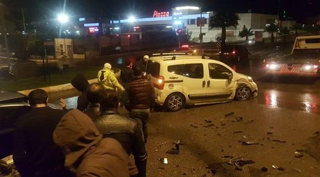İki Otomobilin Kafa Kafaya Çarpıştı 2 Yaralı