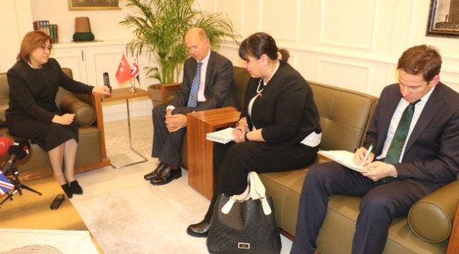 İngiltere'nin Büyükelçisi Dominick Chilcott'tan Fatma Şahin'e Ziyaret
