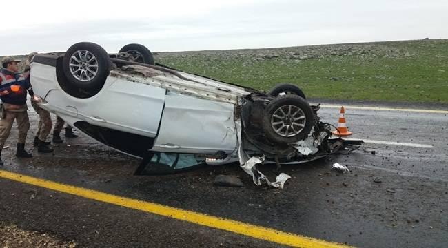 Kaygan Yolda Otomobil Takla Attı 2 Yaralı