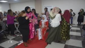 Siverek'te Yerel Kıyafet Defilesi Yoğun İlgi Gördü