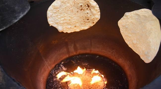 Tandır Ekmeği Kültürlerini Şanlıurfa'da Devam Ettiriyorlar