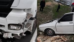 Tır İle Otomobil Çarpıştı 3 Yaralı